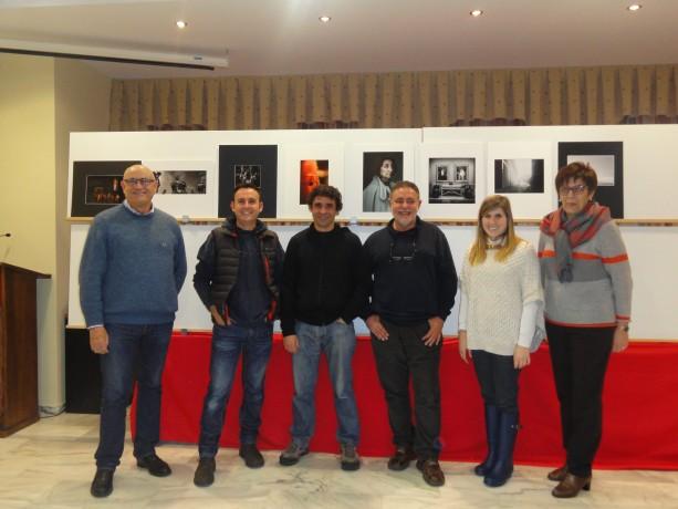 Ciro Palmer, Lalo Martínez, Natxo Francés, José Nuño, Carmen Gregori i María José Martí, junto a las obras premiadas